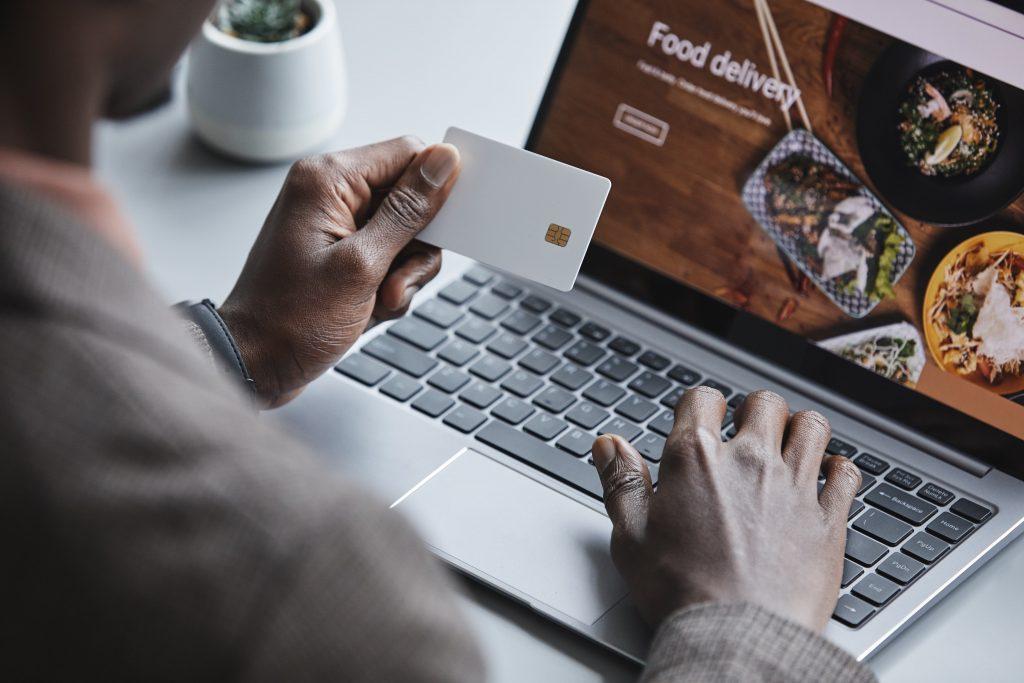 お得に使えるおすすめのデビットカード